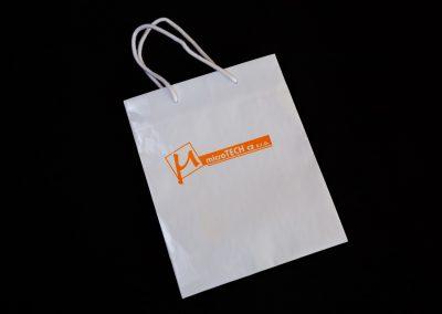 Potisk firemních papírových tašek
